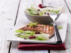 Gegrillter Lachs mit Fenchel - und Johannisbeeren - smarter - Kalorien: 237 Kcal - Zeit: 20 Min. | eatsmarter.de Gegrillter Lachs - lecker und gesund.