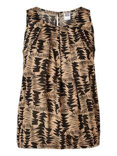 VERO MODA top with cool far-away print. #veromoda #top #print #fashion