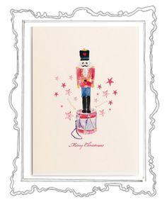 The Magic Nutcracker Was gibt es Schöneres als in der glitzernden Weihnachtszeit liebe Menschen mit herzlichen Zeilen zu überraschen und etwas Weihnachtszauber zu verschicken. Das Weihnachtskarten schreiben ist eine zauberhafte Tradition, die zu Weihnachten – dem Fest der Liebe und Familie – einfach dazugehört.  Die elegante Klappkarte, in einem zarten Cremeweiß, hat das Format 118 x 168 mm ( 200g ) und der Umschlag 125 x 176 mm (120g ).