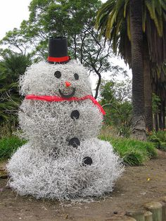 """We do have tumbleweed around here. I if I can make it next year I'll try to make one. We would soo decorate the house inside and out. Now and with my health we haven't done it for a number of years   akt   Tumbleweed """"Snowman"""""""