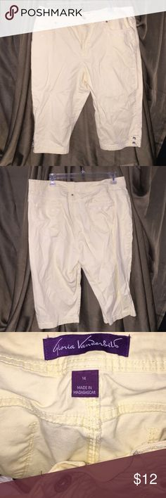 Yellow capris Comfortable and stylish yellow capris. Worn but in good condition Gloria Vanderbilt Pants Capris