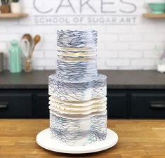 17 Wedding Cakes That You Thought Only Existed In Your Dreams 17 gâteaux de mariage que vous pensiez n'exister que … Beautiful Wedding Cakes, Gorgeous Cakes, Pretty Cakes, Cute Cakes, Amazing Cakes, Unusual Wedding Cakes, Dream Wedding, Beautiful Desserts, Beautiful Cake Designs