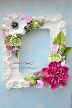 Can be used as a photo frame stand-up display or wall hanging Polymer Clay Flowers, Polymer Clay Crafts, Diy Clay, Sugar Flowers, Felt Flowers, Paper Flowers, Cold Porcelain Flowers, Ceramic Flowers, Picture Frame Crafts