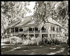 Sunday porch/enclos*ure: Palange Plantation, Louisiana, 1938, Library of Congress. Old Southern Homes, Southern Plantation Homes, Southern Mansions, Plantation Houses, Southern Style, Abandoned Plantations, Louisiana Plantations, Louisiana Homes, Louisiana History