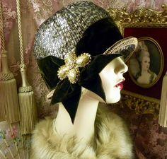 1920's VINTAGE STYLE METALLIC BROWN & BLACK VELVET RHINESTONE CLOCHE FLAPPER HAT #PatriciaJosephineAntiqueStyleDesign #Cloche