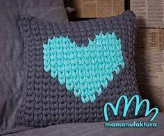 Całym sercem potrzebuję odpoczynku.  Już niebawem urlop!    #bobbiny #zpagetti #tshirtyarn #crochet #mamanufaktura #heart #lastchristmasigaveyoumyheart #poduszka #poduszkami #prezent #virka #homedecor #homedecoration #interior #cosy #pillows #mint #grey #niezchinzpasji #niezchinzpolski #radosc #urlop