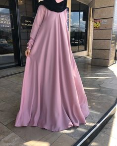 Dm or what's app 08032605858 naijaankaradress Niqab Fashion, Muslim Fashion, Fashion Dresses, Mode Ootd, Mode Abaya, Modele Hijab, Vetement Fashion, Abaya Designs, Muslim Dress
