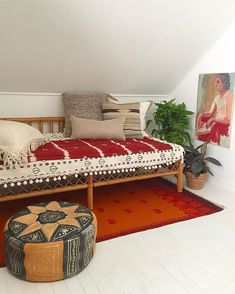 Say hello to the newest Craigslist find! This bamboo daybed was a headache to pick up, but worth every second. I would tell you what we paid,… Bohemian Interior, Bohemian Decor, Red Desk, Funky Home Decor, Interior Decorating, Interior Design, Home Comforts, Dream Apartment, Big Girl Rooms