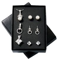 Dazzling Affair 6-Piece Gift Set Great variety of Valentines Day gifts ranging all under $30 from www.SellingBeautyIsEasy.com #valentinesdaygifts #valentinesday