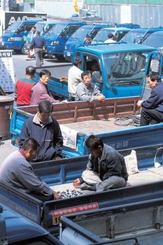 Baduk in a truck. Future Games, Go Game, Strategy Games, Ancient China, Best Games, Card Games, Real Life, Past, Japanese