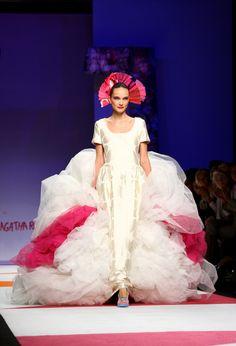Agatha Ruiz De La Prada - MFW Womenswear Spring/Summer 2009 #fashion #crazy #funky #surrealist #modern #colourful #colorful #milan #milanfashionweek #cool #different #bride #white #pink