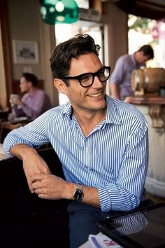 Cool Men's Looks Wearing Glasses  (5)