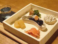 【七草粥のおかず】今日は七草。お粥とともにつまむおかずは、いつしか肴としても。  今日のお酒は、滋賀「松の司」です。