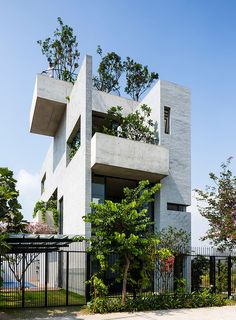 Binh House 01 Imposing House in Vietnam with Internal Vertical Gardens