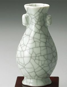 La porcelaine : il n'est pas exagéré de dire que la Chine peut être considérée comme le berceau de la porcelaine. Elle est populaire grâce à des qualités comme son faible coût et son étanchéité. En outre, la diversité de la porcelaine représente la sagesse du peuple chinois dans l'art.