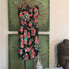 •C o r a l F l o w e r D r e s s• Sizes, S, M, L. Brand new!! Did not come with tag attached. Floral print. 100% Rayon. Strapless floral dress features a flounce layer on bodice & gathered waist. Pair with a cardigan & boots for fall/winter!  I am modeling a size L. (Modeling with my sports bra😂 but obviously that wouldn't be a thing) Inside tag says (love culture- solemio LA) Love Culture Dresses Mini