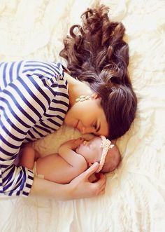 This Mommy And Baby Newborn Photo Is SO Sweet The Link Has Lots Of Other Adorable Shoot Ideas For