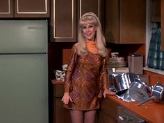 """I Dream of Jeannie"" Season 5 Episode ""Jeannie the Recording Secretary"" I Dream Of Jeannie, Vintage Hollywood, Hollywood Glamour, 60s Tv Shows, 1980s Pop Culture, Barbara Eden, Elizabeth Montgomery, Nude Portrait, Classy Outfits"
