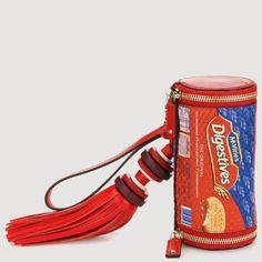 God Save the Queen and all: La original colección FW14/15 de bolsos y clutches... #clutches #handbags #anyahindmarch #fw1415