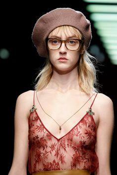 Gucci Fall 2015 Ready-to-Wear Fashion Show - Lia Pavlova (Brave Models Milan) Runway Fashion, Fashion Models, Fashion Show, Fashion Oops, Glamour World, Teen Girl Poses, Pinterest Fashion, Girl Face, Fall 2015