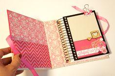 A Natasha  do blog Cerejas no Topo (adoro o blog, está recheado de dicas legais) fez um sorteio de um caderno personalizado  meu. E a venc...