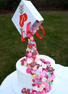 wedding-gravity-cake - lot of love and hearts