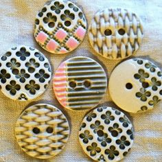 Cream porcelain goes so well with linen and other natural fibers. #handmade STITCHESWest ceramic buttons by la_v_i_k_a on Flickr.