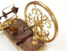 Rare rouet dévidoir de salon bronze doré bois maître Bavant Paris XVIIIème