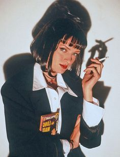 Uma Thurman in the role of Mia Wallace for the film Pulp Fiction. Uma Thurman Pulp Fiction, Quentin Tarantino, Tarantino Films, Pulp Fiction Costume, Disfraz Mia Wallace, Mia Wallace Costume, Bd Pop Art, 90s Pop Culture, Pulp Fiction