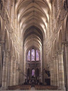 **Bóvedas góticas de la Catedral de Soisson-Francia.