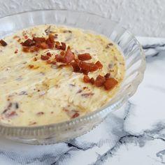 Baconsmør til dine kartofler. Opskrift på lækkert kryddersmør. – Cheeseburger Chowder, Dips, Bacon, Spices, Food And Drink, Appetizers, Butter, Recipes, Sauces