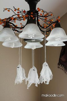 Im thinking I could recycle some dryer sheets to make these. DIY Halloween : DIY Hanging Ghosts : DIY Halloween Decor - Home Decorating Magazines Fröhliches Halloween, Adornos Halloween, Manualidades Halloween, Holidays Halloween, Vintage Halloween, Halloween Drawings, Halloween Quotes, Halloween Movies, Halloween Pictures