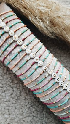 Diy Bracelets Easy, Bracelet Crafts, Handmade Bracelets, Diy Beaded Bracelets, Seed Bead Bracelets, Seed Bead Jewelry, Bead Jewellery, Pulseras Kandi, Handmade Wire Jewelry