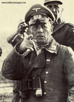 Rommel at the front /  http://www.militaryimages.net/photopost/data/611/44Nazi_Erwin_Rommel.jpg