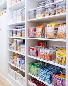 Organisation et rangement - Grand Garde Manger Kitchen Organization Pantry, Organization Hacks, Organized Kitchen, Pantry Ideas, Kitchen Organizers, Pantry Shelving, Organizing Ideas For Kitchen, Organized Home, Organizing Tips