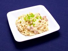 Pork Ramen Alfredo-College Dorm Special recipe from Robert Irvine via Food Network Robert Irvine, Ramen Noodle Recipes, Ramen Noodles, Food Network Recipes, Cooking Recipes, Rice Recipes, Cooking Channel Shows, Cooking For One, Cooking Time