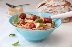 Spagetti med kjøttboller og spicy tomatsaus