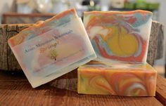 Notes of green, herbaceous eucalyptus leaves blend with sensuous sandalwood, creamy powder and vanilla. The scent finishes with notes of soft violet petals. Eucalyptus Leaves, Vanilla, Powder, Artisan, Soap, Notes, Natural, Green, Crafts