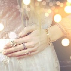 get ultra glam by accessorizing with this jewelry in your photoshoot! https://www.chloeandisabel.com/boutique/adeyemi