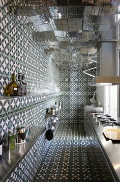 10 Unique Kitchen Concepts that Turn the Ordinary Into the Extraordinary Eclectic Kitchen, Kitchen Interior, Mirror Ceiling, Mirror Tiles, Ceiling Panels, Mirror Mirror, Crazy Kitchen, Funky Kitchen, Narrow Kitchen