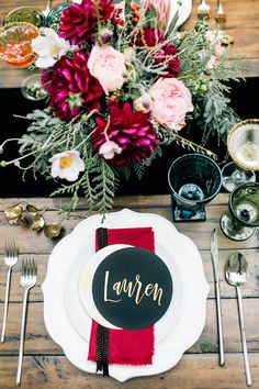 holiday place setting - photo by Jenna Bechtholt Photography http://ruffledblog.com/surprise-holiday-elopement-brunch