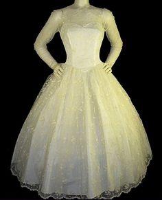 d82c1f53 Vakker vintage 50s brudekjole med blondedetaljer - FINN Torget