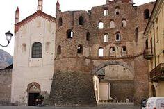 La facciata e la Porta Savoia. Campanile San Giusto ...Piemonte