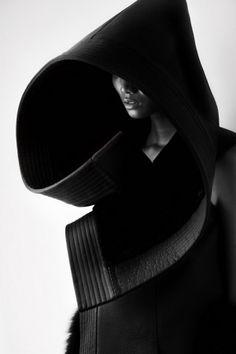 Une collection minimaliste inspirée par le serpent. @Chine #Stylisme #vêtement