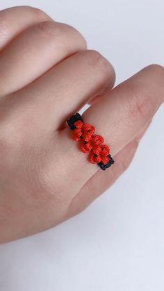 Macrame Bracelet Patterns, Diy Bracelets Patterns, Diy Bracelets Easy, Macrame Jewelry, Handmade Bracelets, Handmade Wire Jewelry, Diy Crafts Jewelry, Bracelet Crafts, Finger Knitting