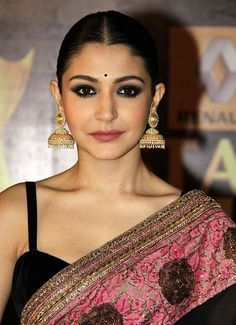 Get the Look : Anushka Sharma's Smokey Eye