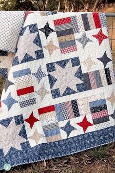 Sewing Quilts Celebration Cake quilt pattern By Aqua Paisley - Samantha of Aqua Paisley Studio shares some great ideas and insights to help you spark your creativity. She also has a gorgeous selection of quilt patterns and designs. Patchwork Quilting, Scrappy Quilts, Easy Quilts, Patchwork Blanket, Sampler Quilts, Red And White Quilts, Blue Quilts, Star Quilt Blocks, Star Quilts