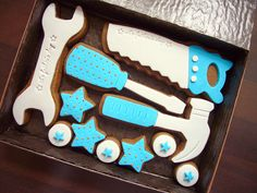 Father's day cookies~ No source, tools, wrench, screwdriver, saw… Mother's Day Cookies, Cute Cookies, Cupcake Cookies, Sugar Cookies, Sugar Cookie Frosting, Royal Icing Cookies, Tool Box Cake, Biscuits, Cookie Bouquet