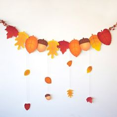 Autumn Leaves Garland for Thanksgiving . Could GIVE THANKS to Pa- Herbstlaub-Girlande zum Erntedankfest … könnte GEBEN DANK Briefe an Pa Autumn Leaves Garland for Thanksgiving … could give … - Fall Paper Crafts, Autumn Crafts, Diy And Crafts, Autumn Leaves Craft, Autumn Flowers, Thanksgiving Activities For Kids, Thanksgiving Crafts, Holiday Crafts, Thanksgiving Drinks