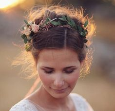 Simple and stunning ways to wear flowers in your hair | Stylist